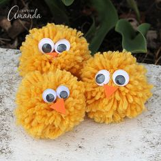 Making pom pom chicks from yarn is easy and while there are special tools, you don't need a pom pom maker! Make pom pom chicks with your fingers for spring. Easter Activities, Preschool Crafts, Kids Crafts, Easy Crafts, Cardboard Tube Crafts, Easter Arts And Crafts, Pom Pom Crafts, Family Crafts, Yarn Projects