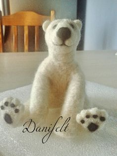 #polarbear #needlefelt Urso polar feito à mão em feltro. Dani Costa -Atelier Danifelt