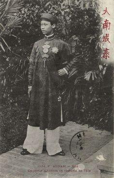CPA Vietnam Indochine ANNAM Hué - Empereur d'Annam en costume de Ville (61909) | eBay Vietnam History, Indochine, Asian American, Orient, Travel Posters, Hue, Photos, Victoria, Costumes