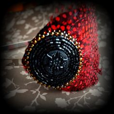 ...pour Carmen - bead embroidery - Tamarchi https://www.facebook.com/pages/Tamarchi/100188420078595