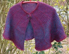 The Lottorp Shawl offers a nice change of structure, stockinette and garter stitch, as well as a nice change of colour. The shawl is made up of 5 segments. They add up to 5/8th of a circle. The way…