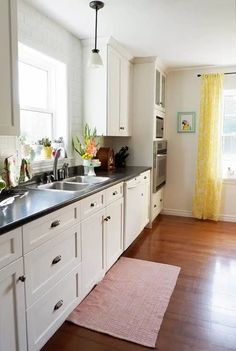 white kitchen cupboards in a fresh modern farmhouse kitchen Modern Farmhouse Kitchens, Farmhouse Kitchen Decor, Home Decor Kitchen, Kitchen Ideas, Kitchen Designs, Room Kitchen, Dining Room, Living Room Color Schemes, Living Room Designs