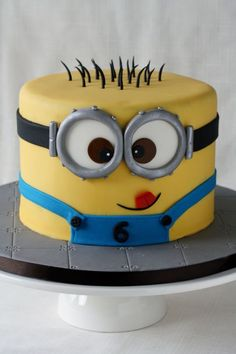 Despicable Me lovers will go bananas over this list of 21 mighty Minion birthday party ideas! From cute treats like Minion pretzels, cookies, cupcakes, and lollipops to clever tips on DIY Minion balloons and a Bolo Minion, Minion Cakes, Fondant Minions, Despicable Me Cake, Pastel Minion, Minion Theme, Character Cakes, Cakes For Boys, Boy Cakes
