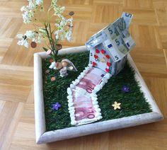 Eine Hochzeit steht bevor und ihr sucht das passende Geschenk zum Basteln? Haus mit Garten als DIY Geschenkidee mit Anleitung gibt's hier.