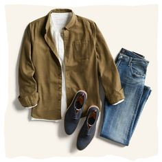 With the onset of warm weather, casual outfits are not only a comfortable choice, but a practical one as well. Have a look at our comprehensive guide for men's casual summer outfits.