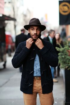 If you don't like spending too much time on your looks, opt for a navy shawl cardigan and khaki jeans. Khaki Jeans, Blue Denim Shirt, Brown Chinos, Style Urban, Look Man, Sharp Dressed Man, Men Street, My Guy, Men Looks