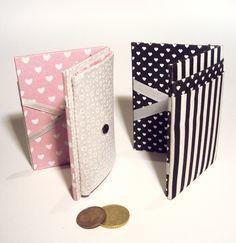 Carteiras mágicas com porta-cartões e porta-moedas em cartonagem.