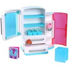 The Shopkins Chef Club Nice N Icy Fridge Playset Features:<br><ul><li>Where do the coolest Chef Club Shopkins™ hang out? At the Shopkins™ Frosty Fridge. Slide the freezer drawer out the discover some super cool Mini Shopkins™ Ice Cubes in their ice tray. </li><br><li>Store your Shopkins™ in the pantry cupboard so they're ready to use to make yummy dishes! </li><br><li>The fridge play set comes with 2 Exclusive Shopkins™ and 2 recipe books! </li><br><li>This Chef Club ...