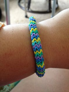 They say you need two looms to make this bracelet. That's a rumor! Make it with one loom. Rainbow Loom Patterns, Rainbow Loom Creations, Rainbow Loom Party, Crazy Loom, Loom Love, Loom Craft, Rubber Band Bracelet, Crafts For Kids, Diy Crafts