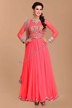 frock style anarkali Design No. 1507 Price- 124,89 € Collection festival de Designer de la maison de Andaaz, la collecte en ligne. Longue robe bordee de shantoon Net. Broderie empiecement orne de Dabka, Zircon, Cristaux, Zari et perles travail. Dupatta Net et shantoon churidar. @http://www.andaazfashion.fr/salwar-kameez/anarkali-suits/anarkali-long-dress.html