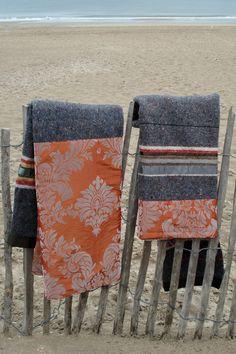 Deze dekens worden gemaakt van gerecycled materiaal. De basis is een stoere pakdeken met daarin oude truien, dekens, spijkerbroeken of delen van matrassen verwerkt en vervolgens afgewerkt met linten en rijke stoffen. www.molitli.nl