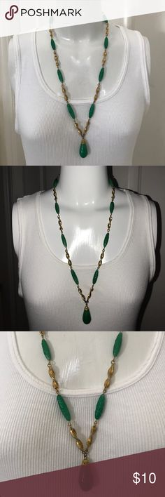 "Green Tear Drop Gold Tone Necklace Necklace drop: 15"". Vintage 1980's style. Vintage Jewelry Necklaces"