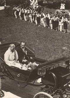 Princess Ileana of Romania andArchduke Anton - leave in their wedding carriage Princess Alexandra, Princess Beatrice, Royal Brides, Royal Weddings, Austria, Anton, Empress Josephine, Wedding Carriage, Archduke