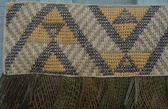 Aramoana means 'pathway of the sea'. The horizontal zigzags suggest pathways that the ocean and other waterways provide to many destinations. Maori Patterns, Flax Weaving, Maori People, Maori Designs, Maori Art, Ceramics Projects, Tapestry Crochet, Weaving Patterns, Weaving Techniques