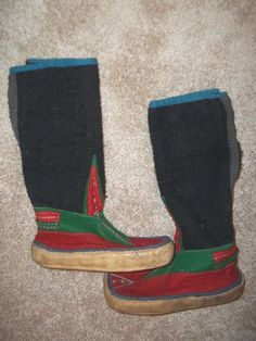 Vintage 70's Felted wool embroidered size 5.5/ Tibet/Nepal moccasin boots
