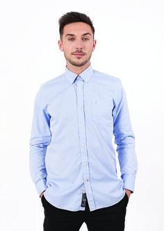 La chemise Premier Cru d'Hanjo ? Une valeur sûre pour un look de fête réussi !  https://dressingdumonde.com/boutique/homme/chemise-premier-cru-bleu/