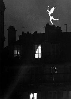 Robert Doisneau - Le génie de La Bastille, Paris, 1955