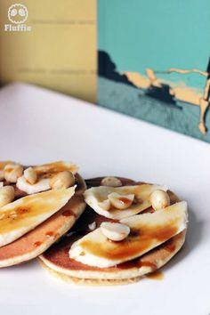 Pancakes aux bananes fraîches, éclats de noix de Macadamia et caramel liquide Quantité: 8 pancakes bien dodus (10 cm de diamètre) Temps de préparation: 10 minutes Temps de cuisson: 10 minutes (si vous avez une splendide plancha) Temps de dressage : 10...