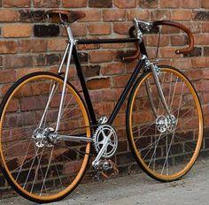 Mi gusta montar en bicicleta en mi tiempo libre