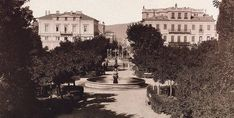 Behind the trees there are Victoria Hotel and Grand Hotel d' Angeterre. Athens History, Greek History, Old Photos, Vintage Photos, Old Greek, The Old Days, Athens Greece, Grand Hotel, Photo Galleries