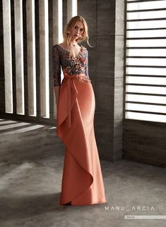 Party dresses and godmother by Manu Garcia Mom Dress, Lace Dress, Evening Dresses, Prom Dresses, Formal Dresses, Elegant Dresses, Beautiful Dresses, Couture Dresses, Fashion Dresses