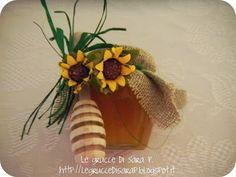 Barattolino di miele Baby Christening, Ale, Honey, Packaging, Baby Shower, Spring, Plants, Wedding Ideas, Weddings