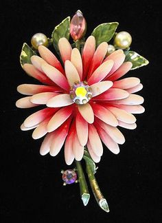 LISNER SIGNED FLOWER BROOCH