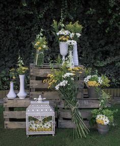 #SpringWedding #Flowers #YellowFlowers #WeddingIdeas #FloralIdeas #HarmoniousEvents #Crates #Rustic #CountryWedding #VineyardWedding #OutdoorWedding