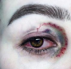 Saffron Shadowalker - Just Pinned to Dark&Mysterious: ♕Quᴇᴇɴ♕. Maquillage Halloween, Halloween Face Makeup, Writing Inspiration, Character Inspiration, Gore Aesthetic, Sang, Sfx Makeup, Creepy Makeup, Makeup Art