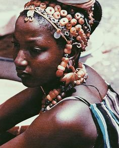 Best of happy Independence Day wishes to the land of terranga! #Senegal | Woman spotted at market in Dakar, Senegal, 1977 / © of Michel Renaudeau #vscocam #Cultureartsociety