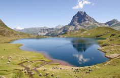 GR10, the mythical path of the Pyrenees. | Ici & Là Nature Blog. Outdoor Travel, Made in France!  Ayous Lake and the Emblematic Ossau Peak