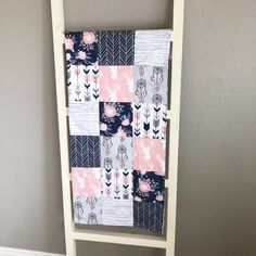 Sewing Baby Girl Pink and Navy Baby Quilt - Pink Quilts, Baby Girl Quilts, Girls Quilts, Baby Girl Room Decor, Fantasy Bedroom, Easy Baby Blanket, Navy Quilt, Craft Patterns, Craft Tutorials