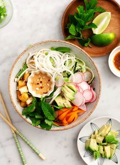 "substitute Truvia for cane suage, and substitute meat for tofu Spiralized Daikon ""Rice Noodle"" Bowl - Healthy daikon ""noodles"" are tossed with cucumber, carrots, herbs and avocado with tamari-lime and creamy cashew sauces. Healthy Recipes, Lunch Recipes, Whole Food Recipes, Salad Recipes, Vegetarian Recipes, Noodle Recipes, Dinner Recipes, Asia Food, Pre Made Meals"