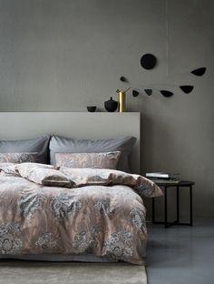 Høie of Scandinavia - Satin Bedding, Linen Bedding, Bedclothes, Scandinavian Bedroom, Comforters, Blanket, Luxury, Invite, Weave