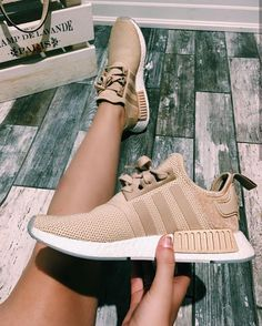 adidas Originals NMD in braun/beige-weiß// brown-white Fo.- adidas Originals NMD in braun/beige-weiß// brown-white Foto: _sarahhamm Cute Shoes, Women's Shoes, Me Too Shoes, Shoe Boots, Shoes Sneakers, Beige Sneakers, Beige Trainers, Shoes Style, Golf Shoes