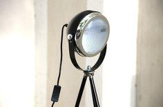 Statief vloerlamp driepoot met bakeliete draaischakelaar en grote
