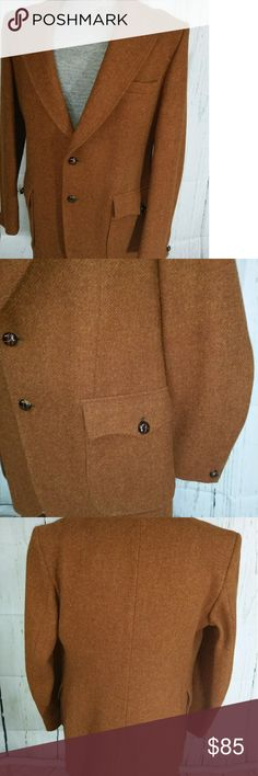"""Men's Dunn Co HARRIS tweed sport coat jacket Gorgeous HARRIS tweed jacket.  Made in England.  Beautifully tailored.  Two patch button closed pockets on the front,  two button closure,  double vented in the back and beautifully lined.  All buttons are leather.  There are two pockets on the inside of the jacket.  It is in pristine condition.  Quality made and fabric.  It is a size 40 regular.  Measurements are 40"""" waist, 43"""" chest,  31"""" length, 20"""" shoulders and 26"""" sleeves. dunn & co Suits…"""