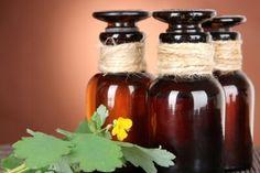 Как проводится лечение простатита чистотелом? - http://prostatit.guru/prostatit/narodnye-sredstva/lechenie-prostatita-chistotelom/