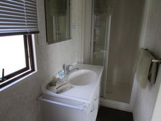Bathroom - Studio Plus Unit, Cosy Corner Holiday Park, Mt Maunganui,NZ