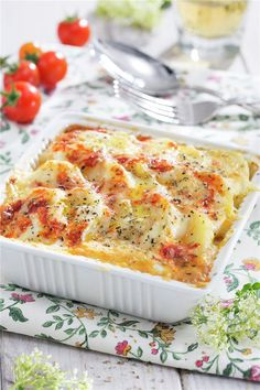 PATATAS CON HUEVO Y BECHAMEL. Bechamel, My Favorite Food, Favorite Recipes, My Favorite Things, Lasagna, Great Recipes, Macaroni And Cheese, Yummy Food, Pasta