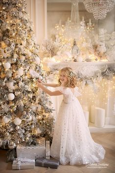Christmas Pictures Outfits, Baby Christmas Photos, Xmas Photos, Christmas Couple, Noel Christmas, Christmas Photo Booth Backdrop, Christmas Photography, Picture Outfits, Christmas Inspiration