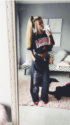 lazy day outfits for school winter Cute Comfy Outfits, Chill Outfits, Mode Outfits, Spring Outfits, Trendy Outfits, Lazy Day Outfits For Summer, Teen Fashion, Fashion Outfits, Fashion Trends