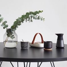 Vmix Stelton Theo with Marimekko Koppa serving platter with handle for your own distinctive dining.