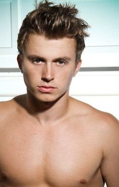 Kenny Wormald, not only is he gorgeous but he's an incredible dancer with a sexy Boston accent. Sawoonnn.
