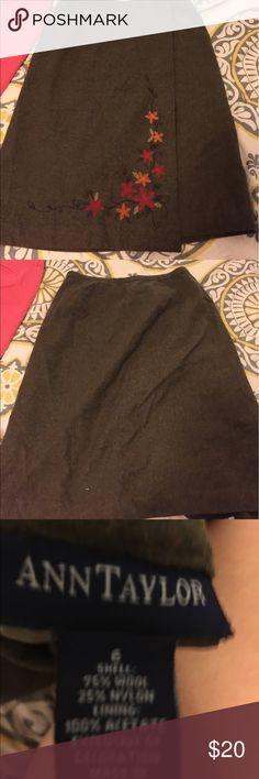 Ann Taylor skirt Size 6 Ann Taylor skirt Ann Taylor Skirts