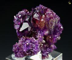 Vesuvianite Manganoan from Jeffrey mine, Asbestos, Les Sources RCM, Estrie, Quebec, Canada <3 <3 <3