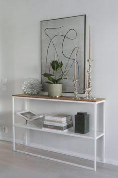 LJUVA MAGNOLIA   FAMILJELIV INREDNING MODE Floating Nightstand, Home Projects, Magnolia, Shelves, Living Room, Interior, House, Furniture, Home Decor