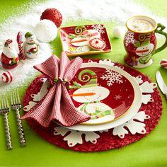 Table setting with cute gingham napkin..realizar los individuales navideños en goma eva...