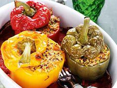 Zöldségekkel és quinoával töltött kaliforniai paprika | Nők Lapja Quinoa, Stuffed Peppers, Vegetables, Food, Bulgur, Stuffed Pepper, Essen, Vegetable Recipes, Meals