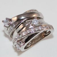 Anello argento fascia larga con cristalli. $52.30